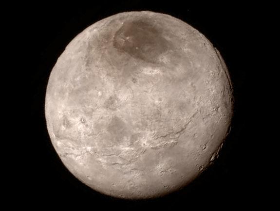 Через считанные часы НАСА опубликует новые фото Плутона и его спутников
