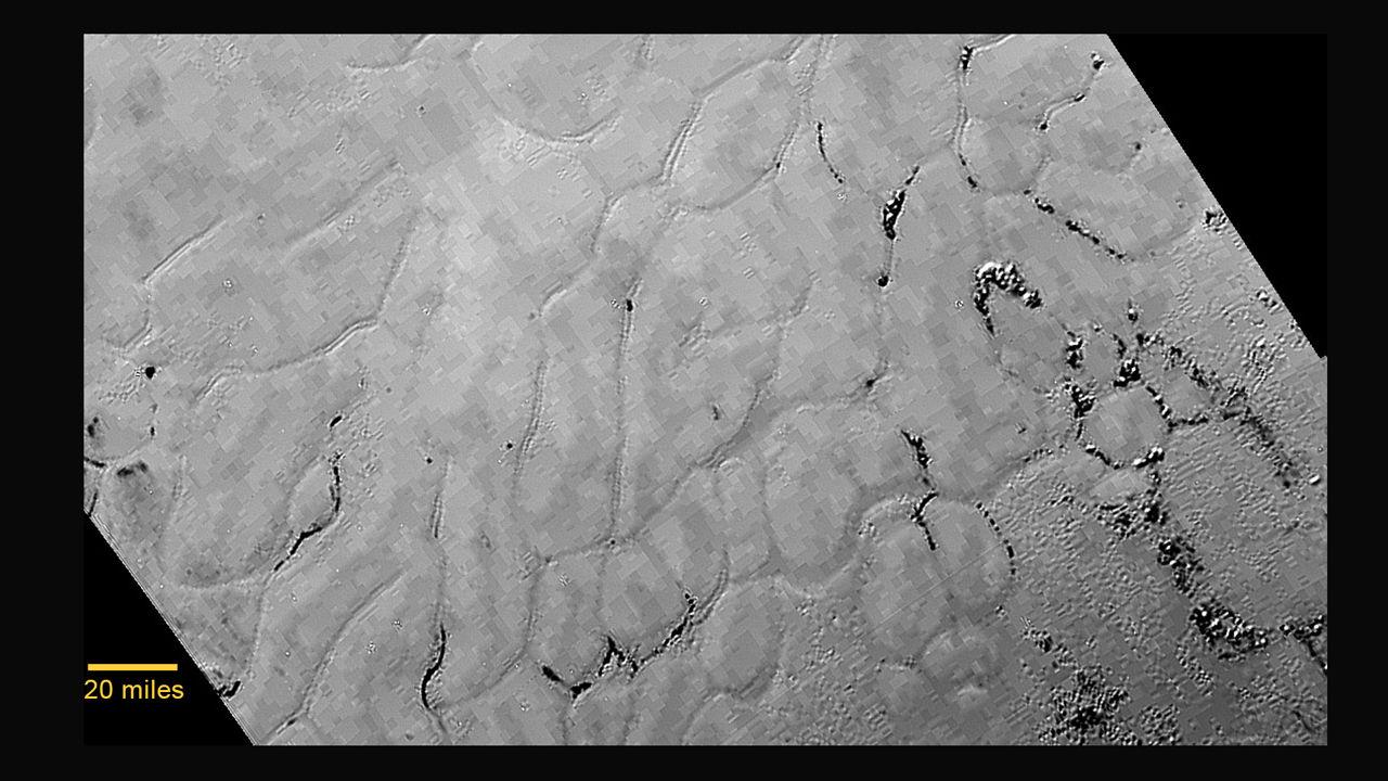 Зонд НАСА открывает ледяные равнины в самом сердце «сердца» Плутона