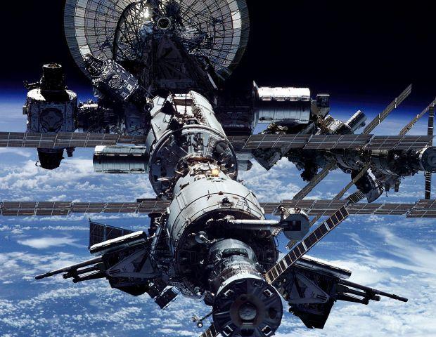 Волков, Аимбетов и Могенсен прибудут на МКС на день позже