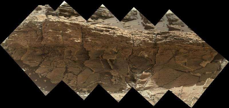 Марсоход «Кьюриосити» исследует необычную породу с высоким содержанием кремния